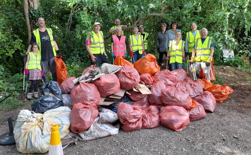 Litter Picking Hardwick Road Woods